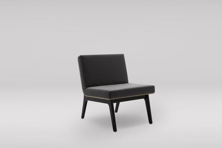 Fotel FIN_podstawa drewniana_skos