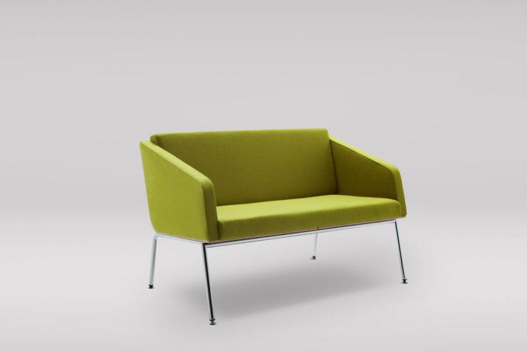 Sofa FIN 2 z podąokietnikami podstawa metalowa