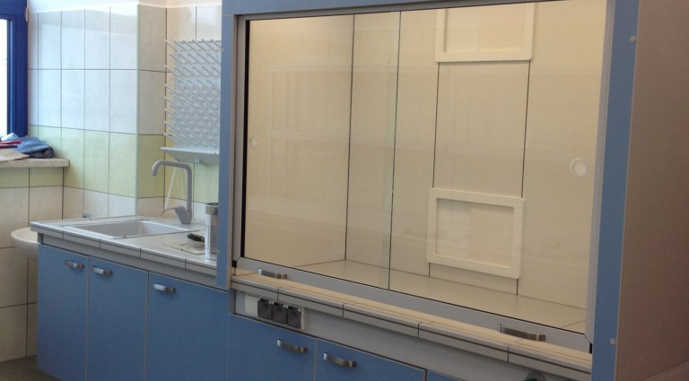 Meble laboratoryjne i warsztatowe